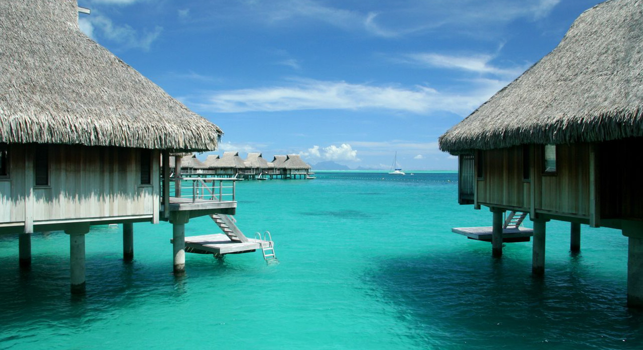 Bora bora overwater bungalows mccoy luxury vacations Overwater bungalows fiji